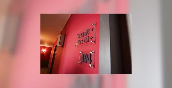 Accès aux chambres de l'Hôtel de la Rade à Brest