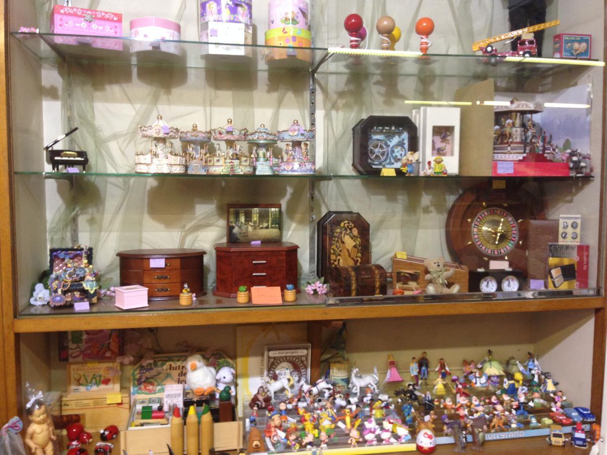 Figurines, coffres à bijoux et décoration