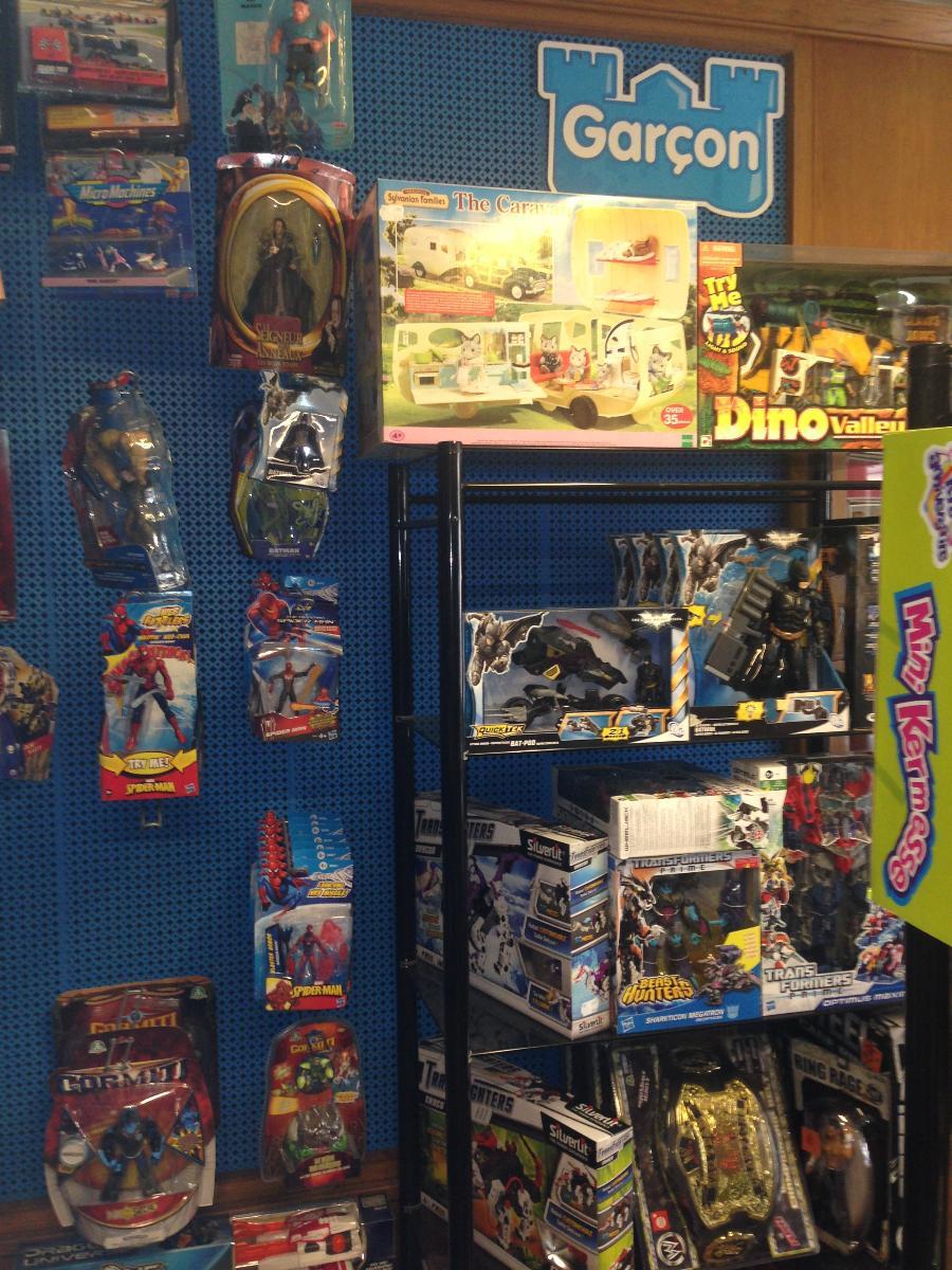 De nombreux jouets pour garçons  - A Noël - Joupi - Brest