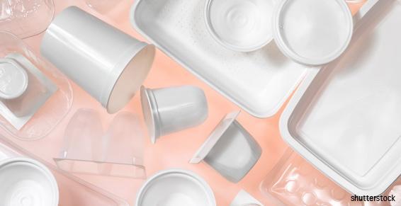 Vaisselle jetable blanche et de couleur