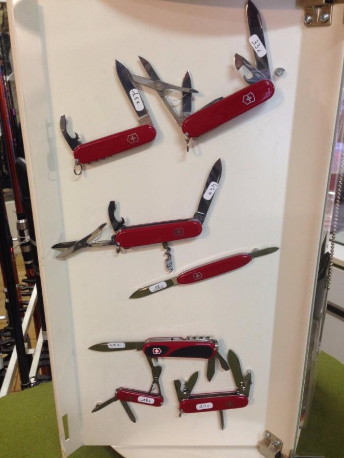 Vente de couteaux Suisse Chez Armes et Loisirs Perez sport Montpellier