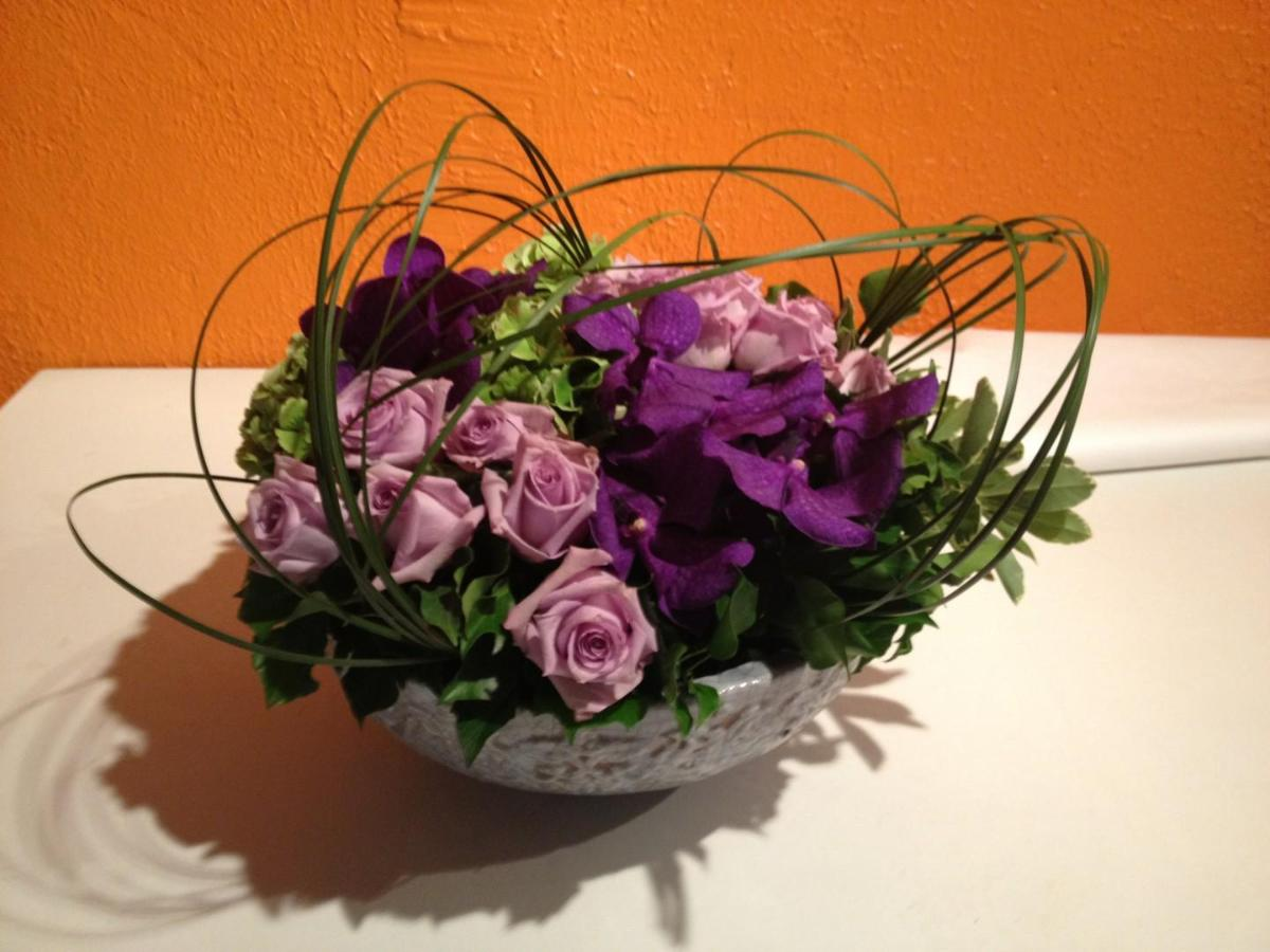 PALM FLEURS :  orchidees Vanda et roses ' Cool water'