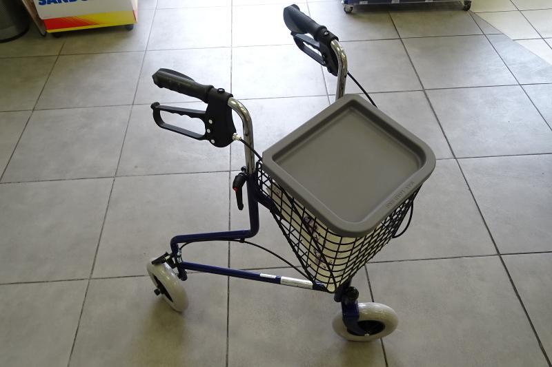 Chaise garde-robe avec ou sans roues - Pharmacie des Ecoles
