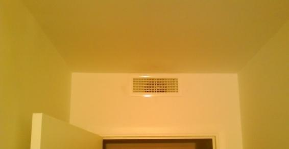 climatisation-petite grille de diffusion frontale