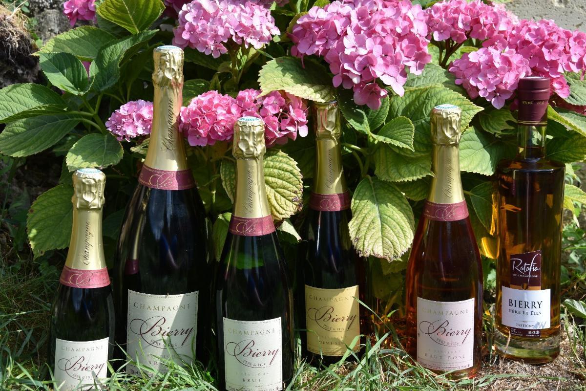 Notre gamme de champagnes et ratafia