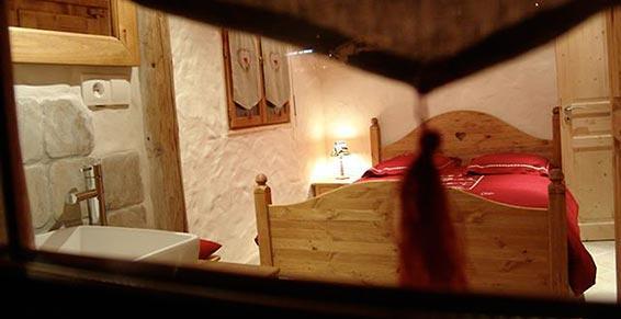 fenêtre chambre rouge