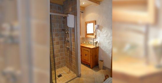 chambre 1 douche-vasque