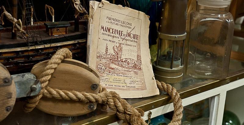 Antiquités : objets de marine