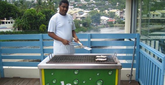 Restaurant avec barbecue et terrasse à Saint-Gilles les Bains
