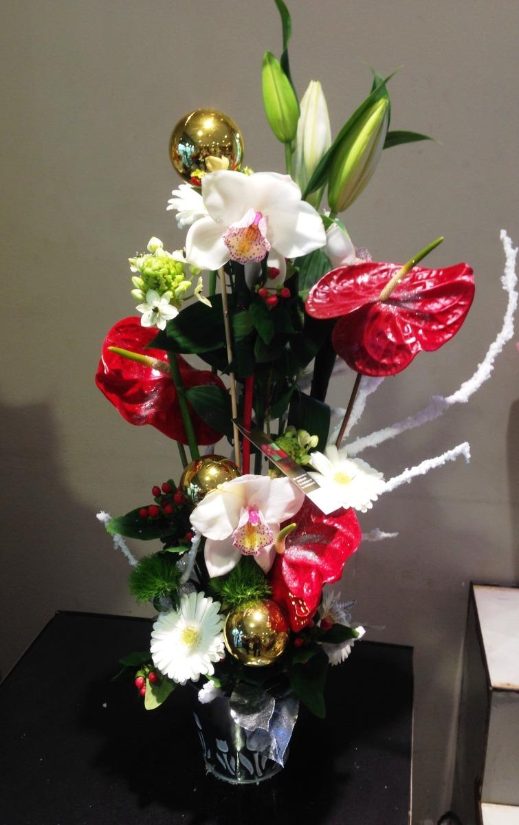 Bouquet haut de fleurs pour Noël magasin Lola Fleurs Ales