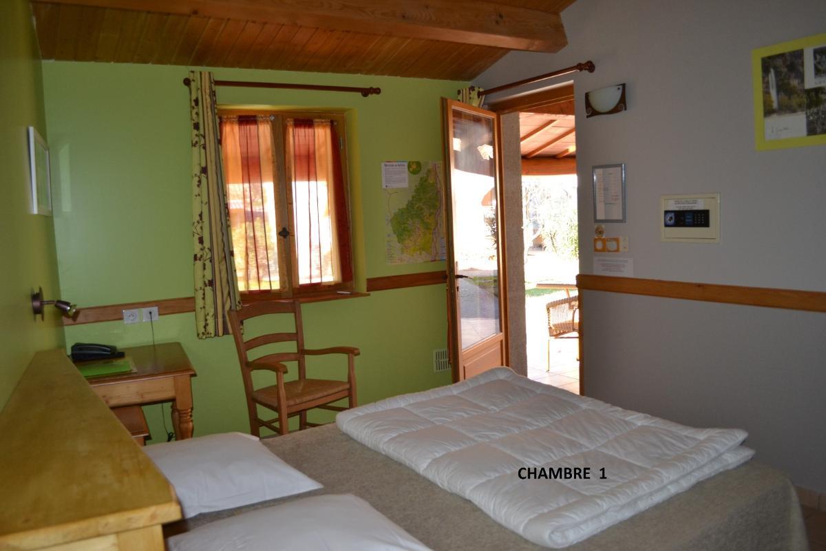 CHAMBRE  grand lit double  hotel labeaume Ardeche