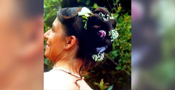 Coiffure de mariée avec fleurs à Sartilly
