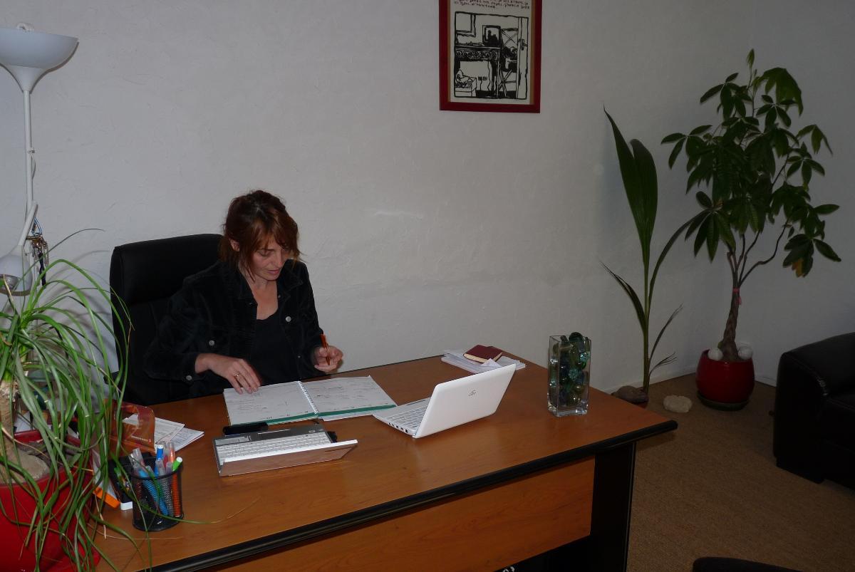 Votre psychologue Sandrine Mazenq à son bureau