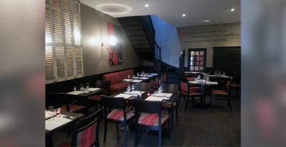 Salle intérieure du restaurant-pizzeria Pépone à Combourg