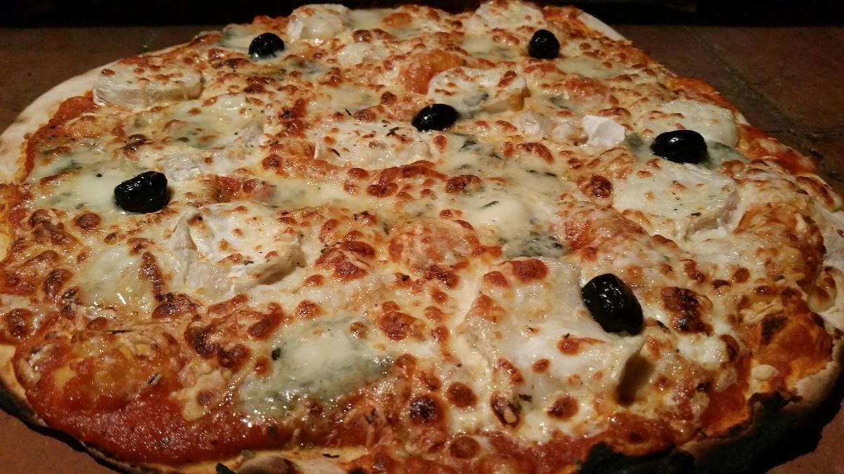 Pâte au levain à La Pizzeria, restaurant et grill de la Vitarelle à Decazeville dans l'Aveyron (12)