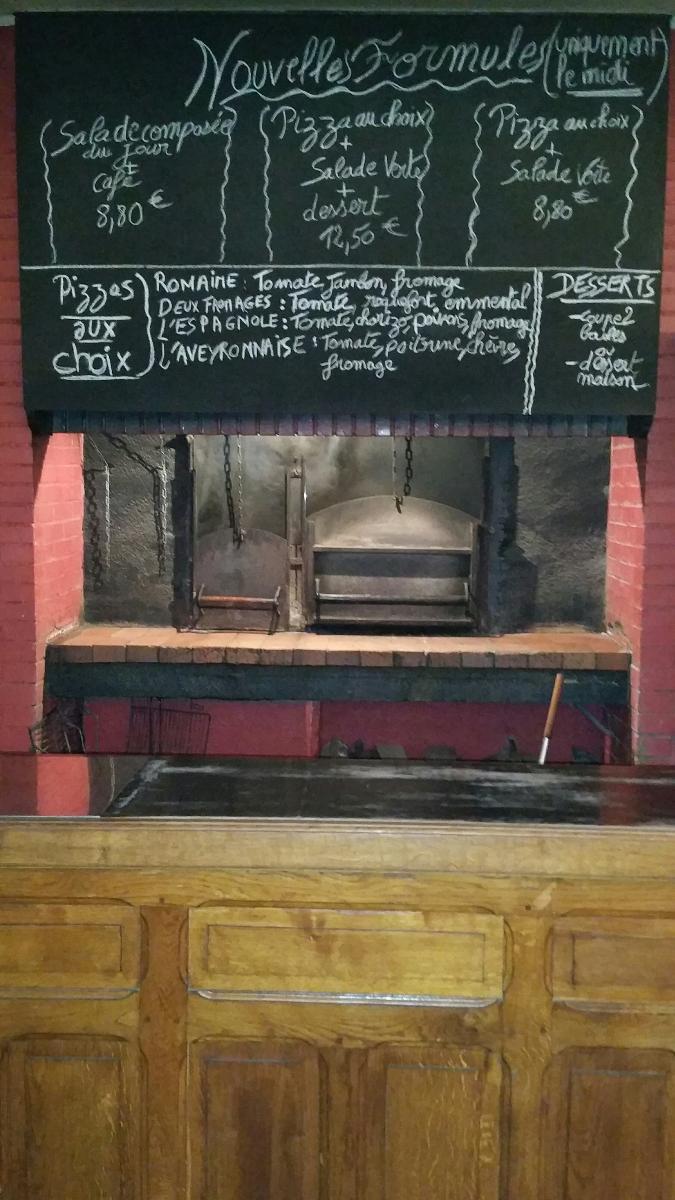 Four à bois à la Pizzeria de la Vitarelle à Decazeville (12)