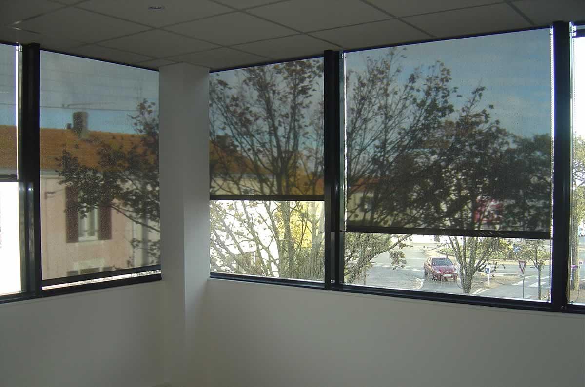 Fenêtres protégées aux chocs et aux ouvertures