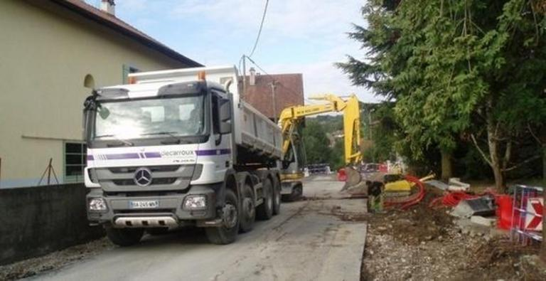 decarroux travaux publics transport camion benne location porte engins