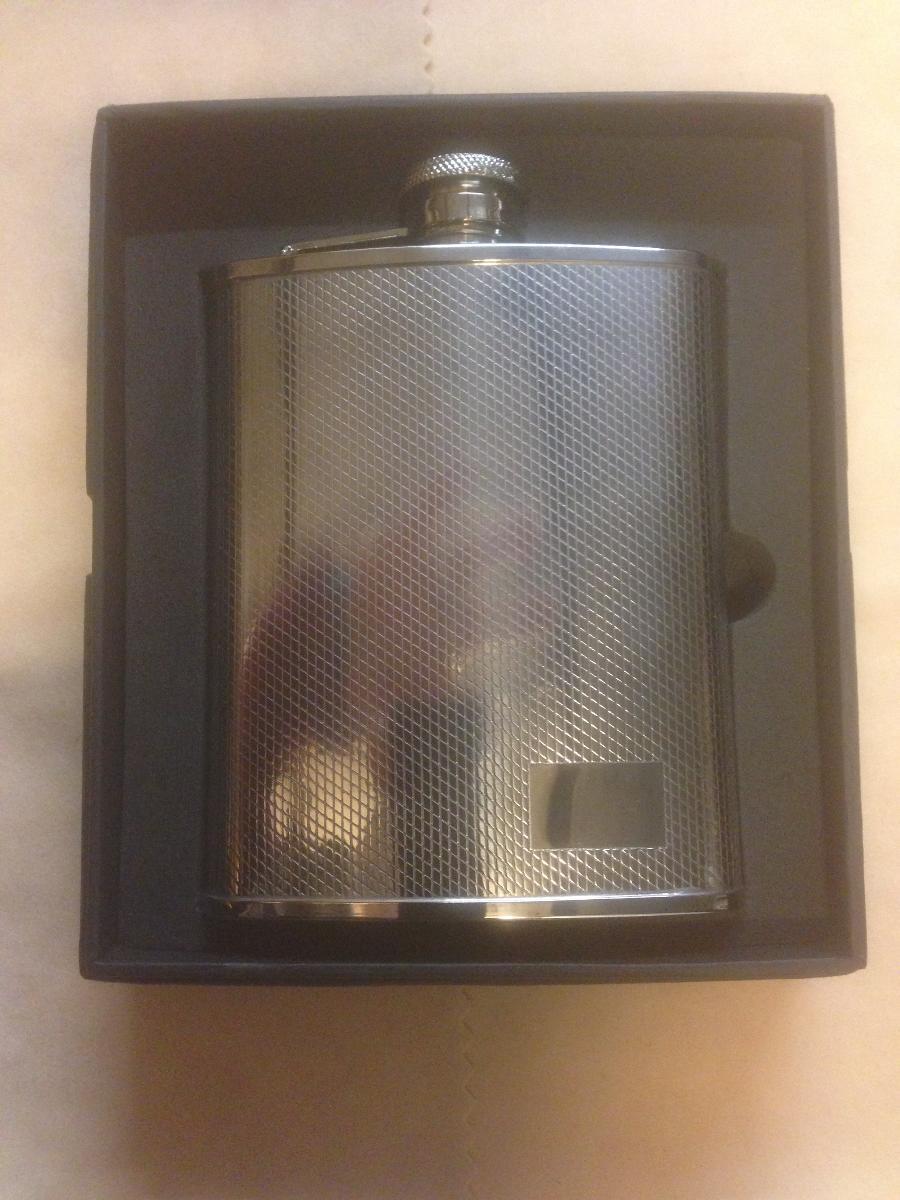 Flasque metal frappé