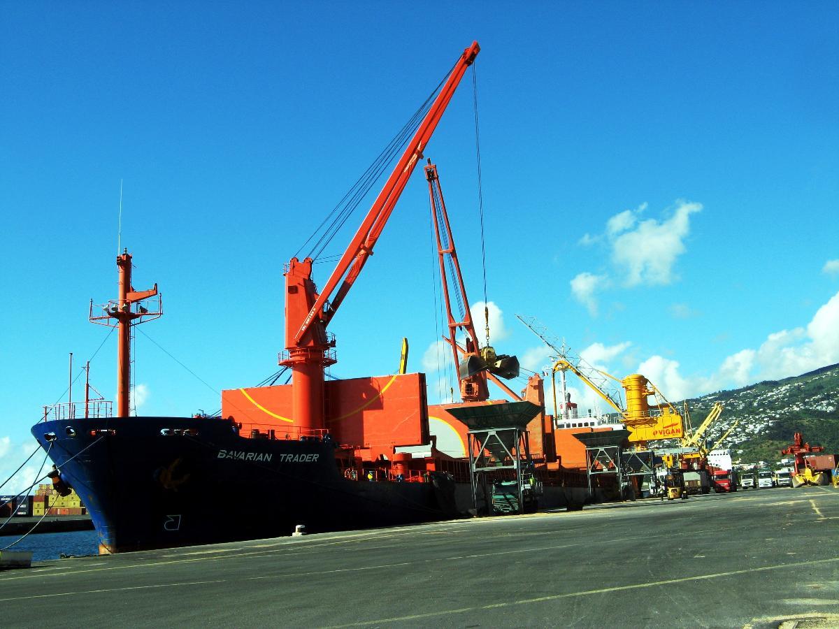 Transport maritime et fluvial au Port en Réunion