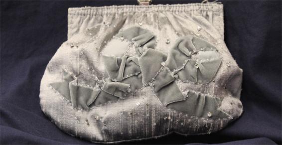 Couture Lisatoki à Saint-Jean-de-Luz (64) crée et confectionne des sacs de soirée pour femme