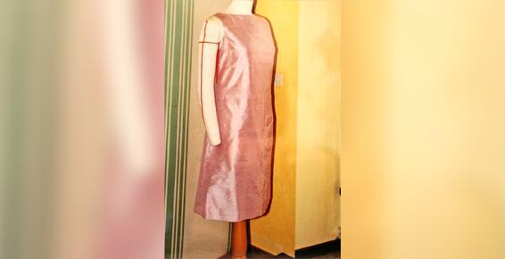 La boutique Couture Lisatoki à Saint-Jean-de-Luz (64) travaille sur des robes de cocktail