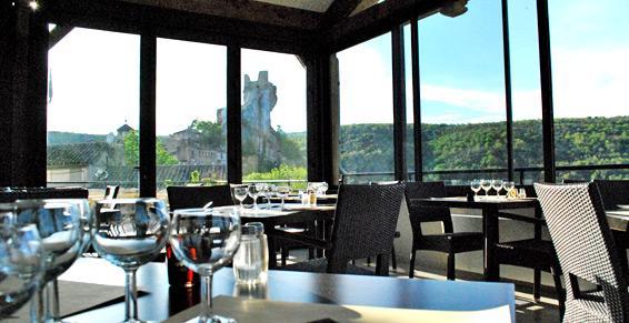 Restaurant la Terrasse, Vue panoramique sur le Château de Penne