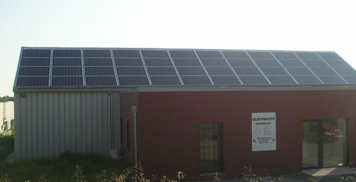 Toit photovoltaïque batiment entreprise