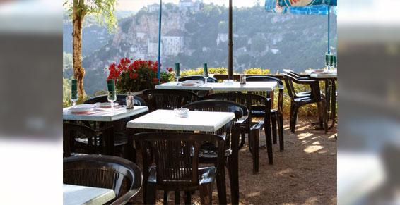 Terrasse du restaurant à Rocamadour dans le Lot