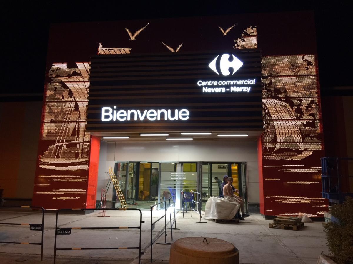 Installation de l'enseigne Carrefour Centre commercial Nevers Marzy