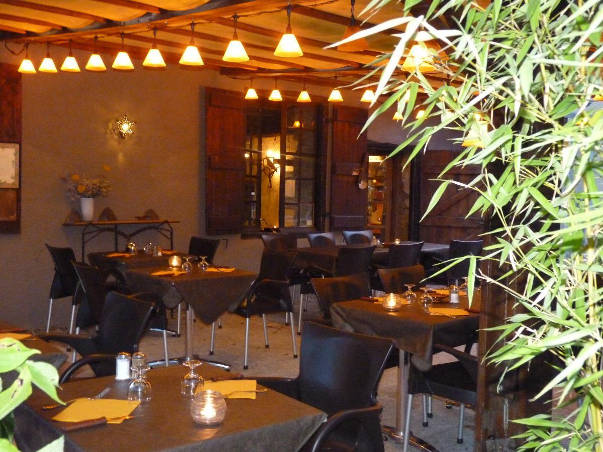 Restaurant - Grillades en cheminée à Lussan