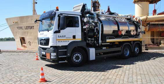 Un camion avec cuve en inox à Bordeaux