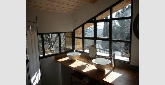 Salle de bain avec verrière en ferronnerie