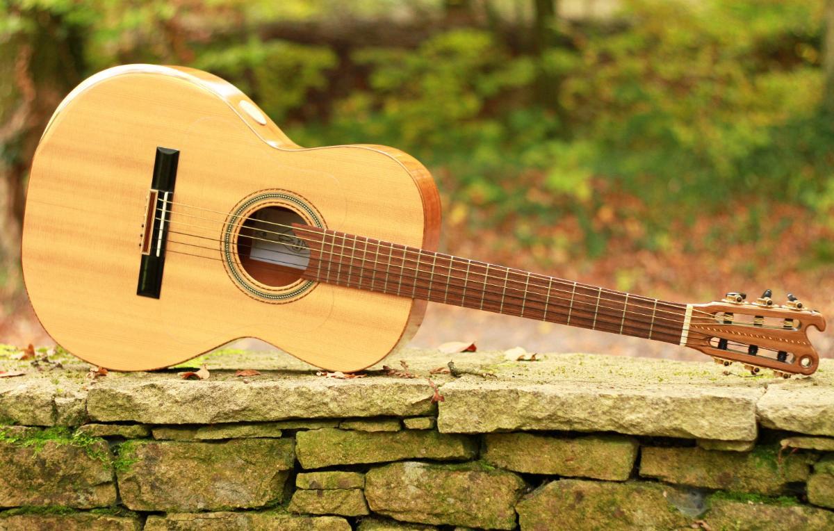 Guitare nylon 000