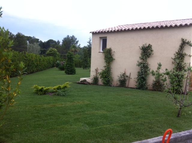 Entretien de jardins à Fréjus par l'entreprise Perroni Jardins