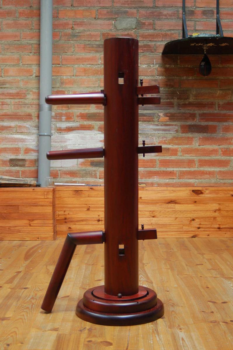 Mannequin de bois teinté acajou vernis satiné) vernisseur à Montricoux