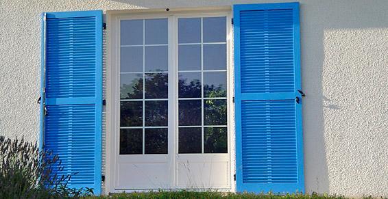 Fenêtres d'hier et d'aujourd'hui, volets battants en bois tous coloris