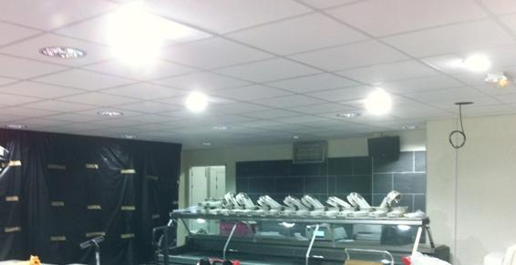 Plafond suspendu et électricité