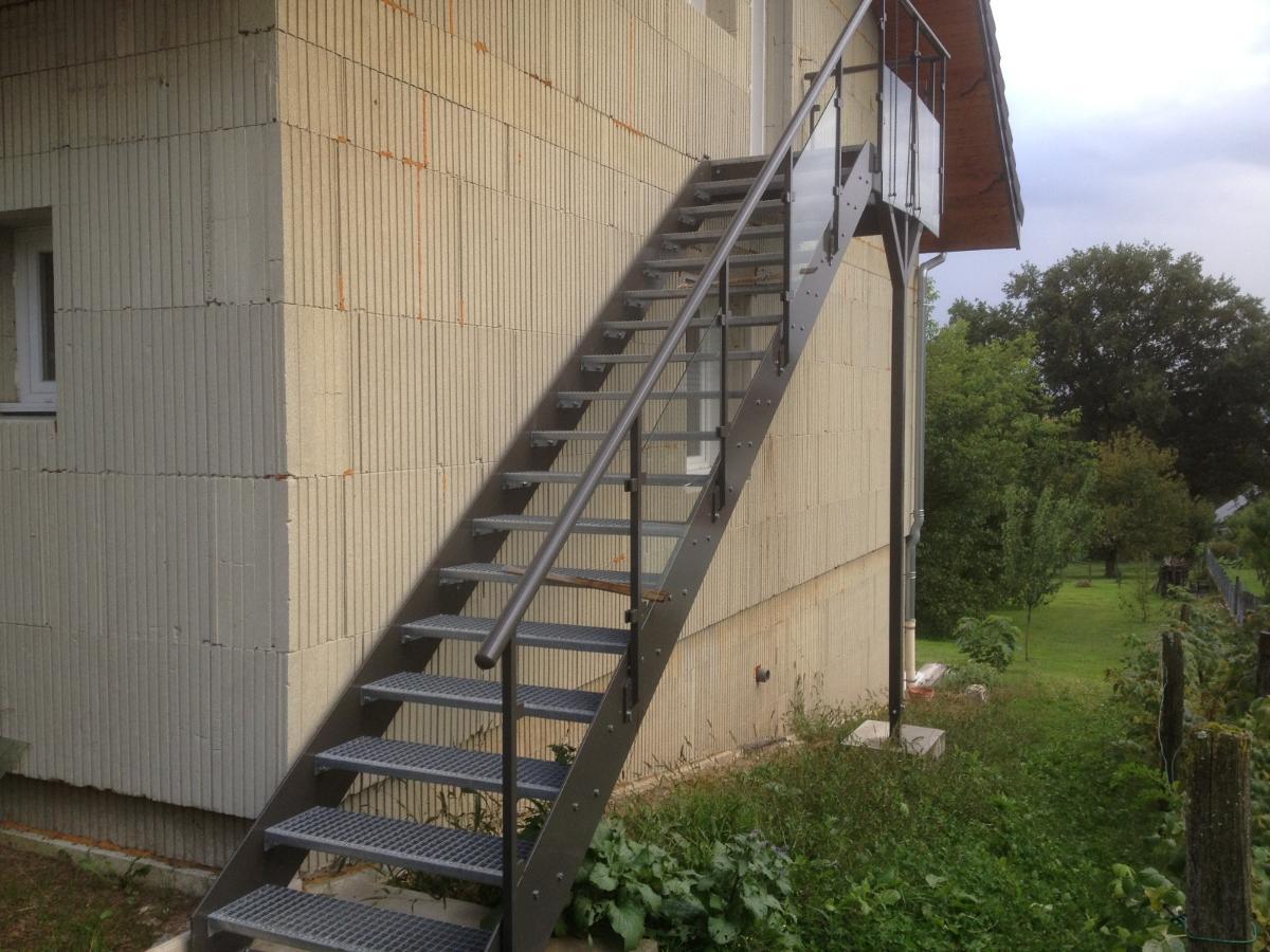 escalier extérieur acier
