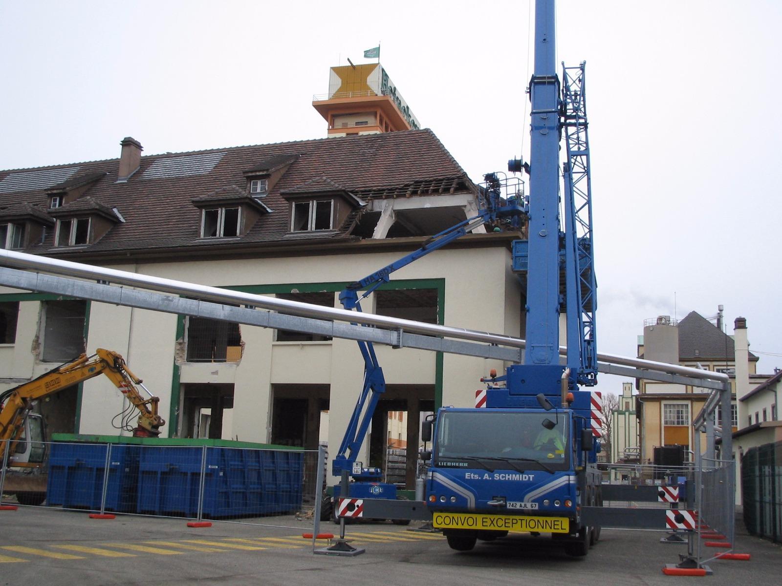 Démolition Brasserie Heineken grutage  à Schiltigheim 67 Bas Rhin Alsace.JPG